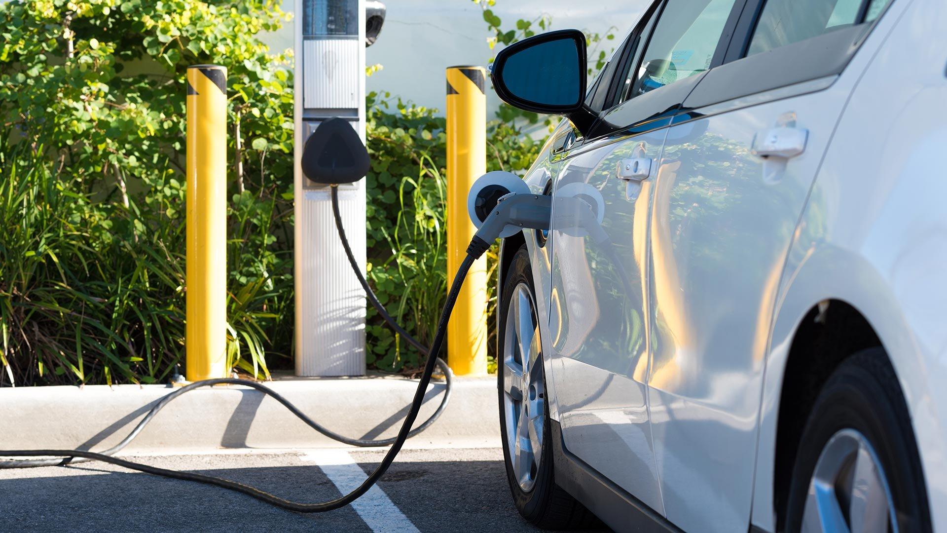ventajas de comprar carro eléctrico.